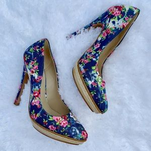 Andrea Blue/Pink Floral Pointed Pumps Size 6